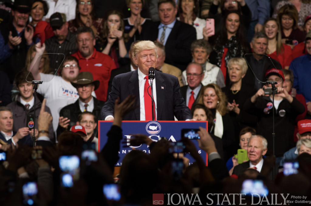 川普於2016年12月8日在愛荷華州競選造勢大會上發表演說